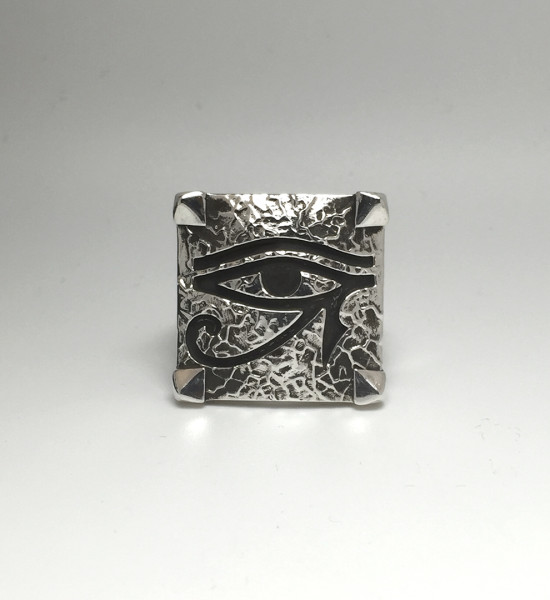 Eye of Horus Ring_Veined 2