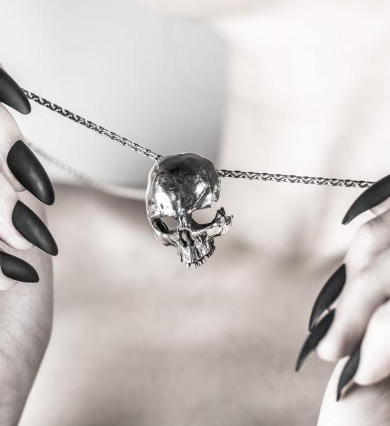 Intenebris-Large Fractured-Skull-Pendant-Necklace-sterling-silver