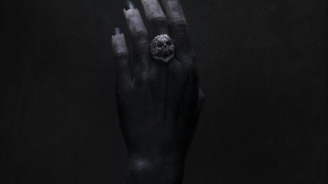 "Intenebris x Stanislav Krawczyk ""PAIN"" Ring on model Linnea Thomasia"